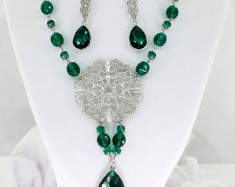 Oriental Green beaded necklace with earrings