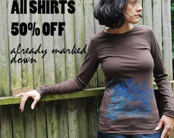 SALE S,L - Graphic tee for women, womans tops tshirts, silkscreen womens t-shirt, womens tees - brown long sleeve, double deco
