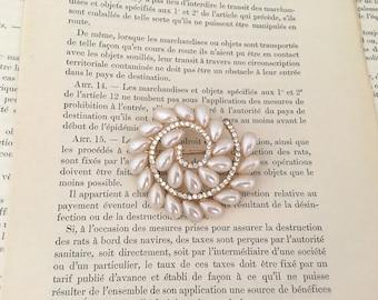 Pearl Gold Brooch.Gold Pearl Rhinestone Brooch.Crystal.wedding accessory.Bridal Brooch.Bride.Bridesmaid.broach.Pin.Vintage Style.ivory