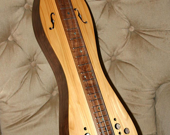New Cedar 5-string Hour-glass Mountain Dulcimer, with padded Case, and Electric