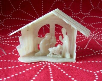Kitsch Plastic Nativity - Small Vintage Nativity Christmas Decoration in White Marbled Plastic