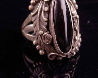 Vintage Nakai Ring / STUNNING SIGNED navajo  Indian jewelry / art Nouveau design / black gothic ring size 8 / sterling ring / black onyx