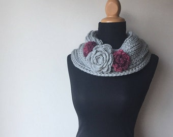 On Sale Hemp Wool infinity loop scarf flower broches romantic eco chic sustainable fashion grey pink ready to ship