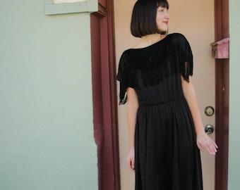 Flapper Dress... Fringed Dress... 1920s Dress... 20s Dress... 20s Flapper... Little Black Dress... LBD... Party Dress... Cocktail Dress