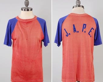 Vintage 50s red and blue knit jersey t shirt / appliqué letters on back / sun faded t shirt / 1950s SOUTHERN label