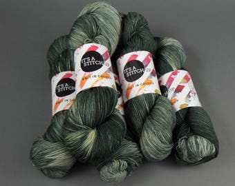 Hand-dyed superwash ethical pure merino wool 4 ply/sock weight knitting yarn 'Gritty' 100g
