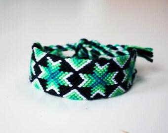 Friendship bracelet - Boho macramé bangle glow effect geometric design - Crosses pattern black white green blue bright tropical colorful