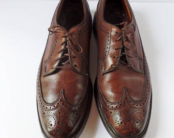 Vintage Florsheim Imperial Shoes 10.5 v-cleat longwing wingtip brown leather oxford