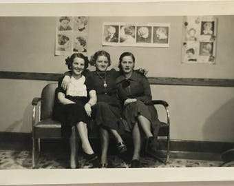 "Vintage Photo ""Day at the Salon"" Snapshot Antique Black & White Photograph Paper Found Ephemera Vernacular Interior Design Mood - 56"