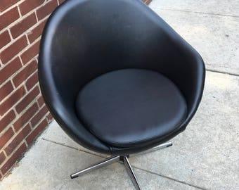 Mid Century Overman Pod Chair