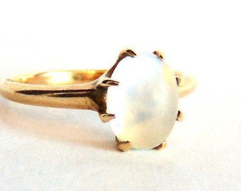 Antique 14K Moonstone Solitaire Ring, 2.5 Carats