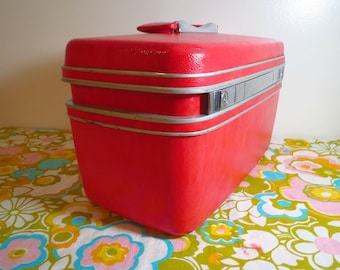 Vintage 1970s Retro MOD Groovy Red Samsonite Luggage Travel Train Case Makeup Tote
