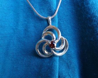 Silver pendant with Garnet.