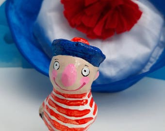 Who better than sailor Mattie or  boat dog Ketelbinkie will keep your wine fresh ?