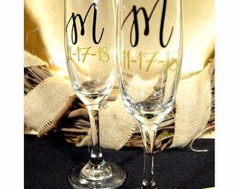 Wedding Toasting Flutes - Bride and Groom Champagne Flutes - Personalized Mr and Mrs Toasting Flutes - Bride and Groom Toasting Flutes