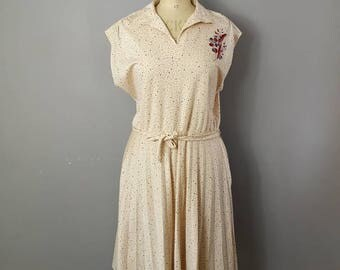 Plus size 80s dress / cream midi dress with belt tie / large batwing dress / boho retro dress / light peach 80s mid length dress / 80s dress