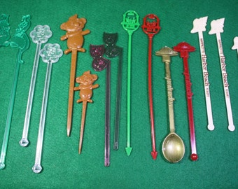 Vintage scarce lot of (16) Trader Vic's Bar advertising cocktail  swizzle sticks and cocktail appetizers picks. - Breweriana Free Shipping