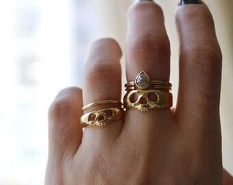 Memento mori // 14k gold skull ring, skull band