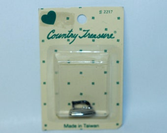 Country Treasure Minature Clothes Iron 2217 Made In Taiwan Dollhouse, Shadowbox