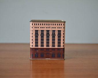 Vintage tin Commonwealth bank money box PLt2