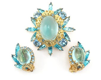 Vintage Juliana Brooch and Earring Set With Blue High Domed Stones and Filigree Leaves