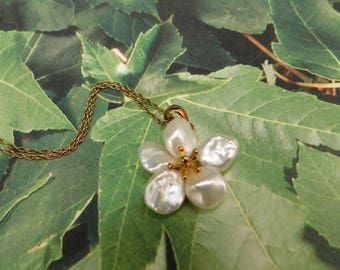 Lovely Flower Pearl Necklace - Gift for daughter , mother , best friend