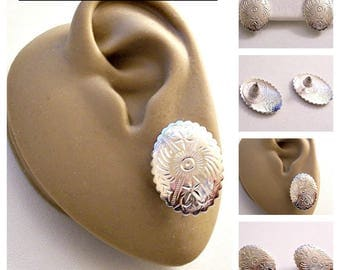 Monet Flower Disc Pierced Stud Earrings Silver Tone Vintage Oval Scallop Edge Etched Design Surgical Steel Posts
