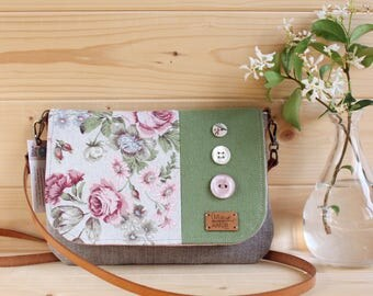 Purse to carry your wrist or shoulder bag. Flap decorated with fabric flowers and buttons.