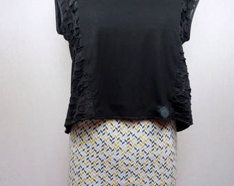 Mini skirt in grey and mustard geometric patterned jersey