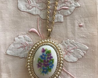 Vintage Avon Floral Locket Necklace