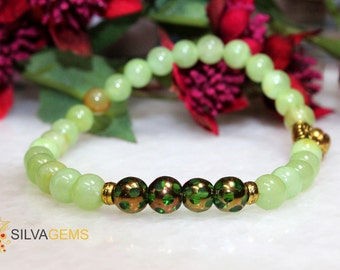 Natural Green Onyx Gemstone Stretch Handmade Bracelet with a Flower Charm for Everyday. Green Bracelet. Onyx Jewellery. Free Delivery.
