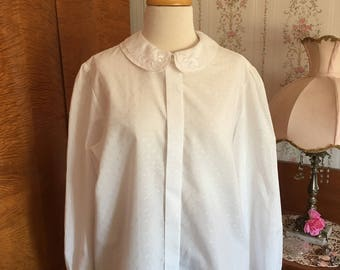Classic Vintage Blouse Peter Pan Collar with Embroidery 1980's Size Medium