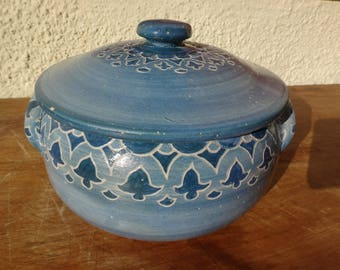 Dorchester Stoneware Pottery:1895,Flower Patterned, covered Casserole,Artist signed N.Ricci