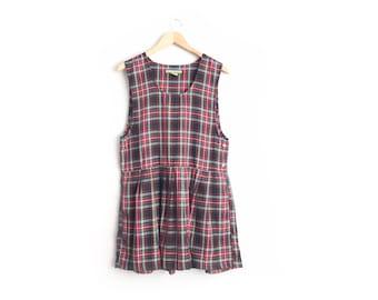 Size M // RED PLAID PINAFORE // Sleeveless Jumper - Pleated - Pockets - School Uniform Dress - Preppy - Grunge - Vintage '90s.