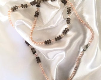 Necklace of freshwater pearls, smoky quartz, silver clasp