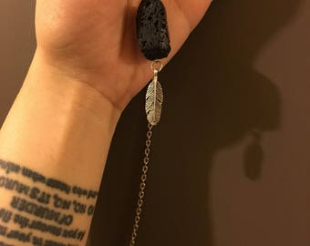 Black stoned feather necklace