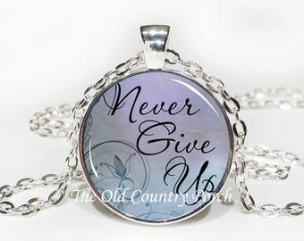 Never Give Up-Glass Pendant Necklace/Inspirational/mothers day/bridal gift/Gift for her/girlfriend gift/friend gift/birthday gift