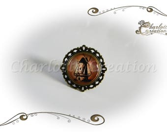 Glass cabochon ring round windmill
