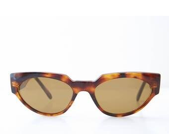 Women's 1980s Vintage Bold Cat Eye Sunglasses Black or Brown Tortoiseshell -  Ellie