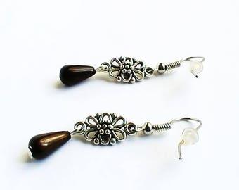 Drop earrings with vintage flower