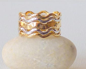 Set of 5 Stackable Rings Silver and Gold Tone, Wavy Band Rings by Avon, Mint Band Set Size 6 1/4 - 6 3/4, Gold and Silver Stackable Ring Set
