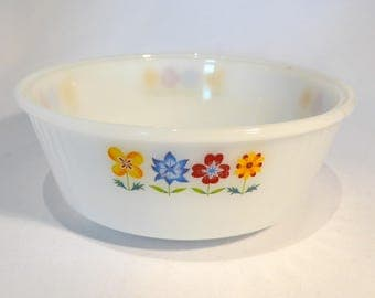 Phoenix Opalware round casserole / serving dish in floral design – original from the 1960s