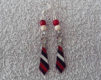 Earring tie