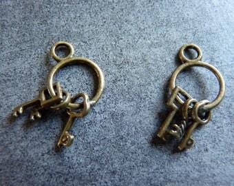 "3 ""keychain"" charms bronze"