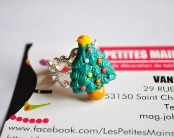 Christmas tree ring and its pretty baubles on the theme of Christmas