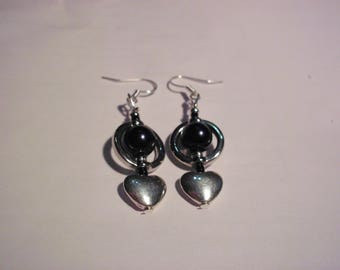 Frames hearts, black pearls earrings