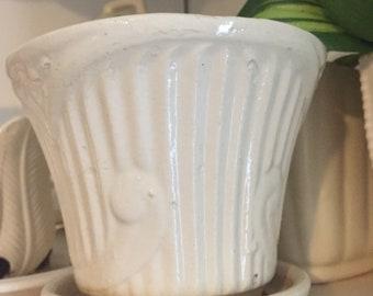 Vintage USA Pottery planter.