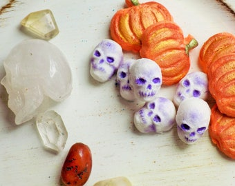 Fall bath bombs - Halloween Bath bombs - Mini skulls and pumpkins - Spiced Pumpkin fragrance - Handmade Bath bombs - Fall gift - Fall Party