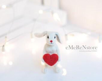 Wool Rabbit Needle felt animal Organic Gift Doll house Wool felted rabbit White bunny Easter bunny Mini rabbit Felted hare Tiny animal