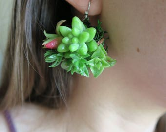 Natural jewelry looks